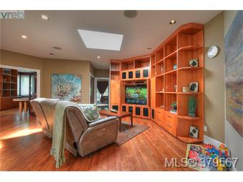 1611 Hollywood Cres, Victoria